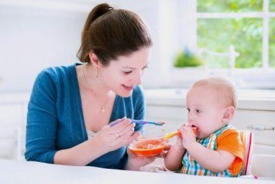 bé 8 tháng tuổi cần có chế độ dinh dưỡng và cách chăm sóc phù hợp